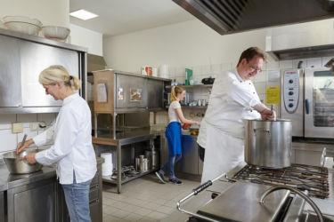 Zubereitung der Speisen in der Küche