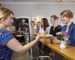 Essensausgabe im Café Milagro