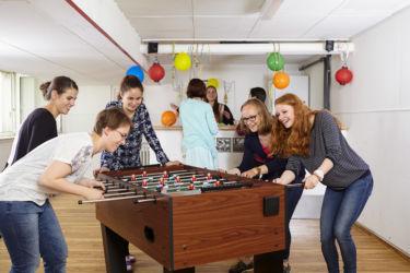 Spiel und Spaß im neuen Barraum
